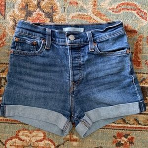 Levi's High Rise Denim Wedgie Shorts Size 26